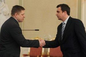 Robert Fico a Andrej Danko pred deviatimi rokmi. Či si opäť potrasú rukami, záleží len od Fica.