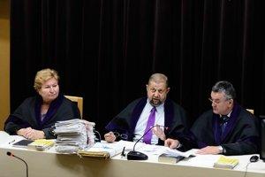 Bývalý senát Štefana Harabina s Gabrielou Šimonovou a Viliamom Dohňanským, ktorý mal iný názor ako zvyšok súdu.