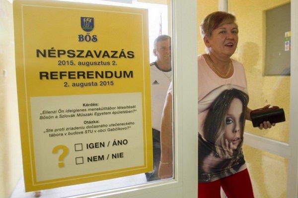Niektorí hlasovali v Gabčíkove, iní v Bösi. Väčšina bola proti príchodu utečencov do obce.