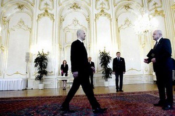 Smer si za šéfa tajnej služby vybral Jána Valka, ktorý má blízko k premiérovi Robertovi Ficovi a bol šéfom Jadrovej a vyraďovacej spoločnosti.