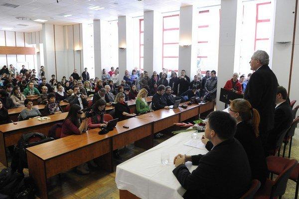 Univerzita Alexandra Dubčeka v Trenčíne pochybenia pri hospodárení s verejnými finančnými prostriedkami.