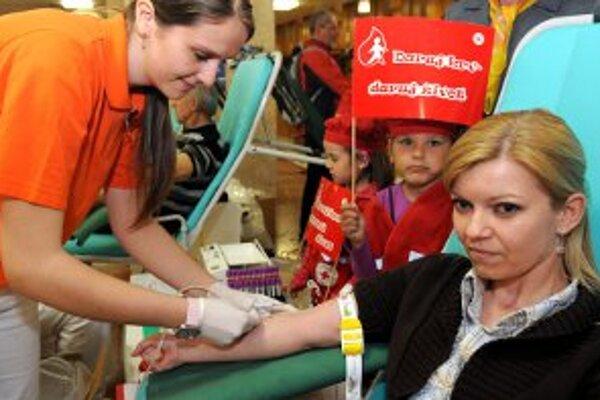 Každý rok darujú krv milióny ľudí.