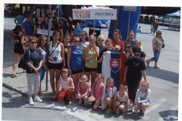 K účastníkom patril aj tím volejbalistiek a mladých gymnastiek