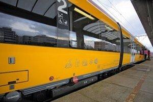 Jeden z vlakov RegioJetu sa vykoľajil.