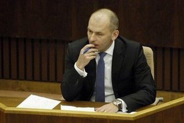 Poslanec NR SR za SDKÚ-DS Ľudovít Kaník sa vzdal straníckych funkcií, zo strany však neodchádza.