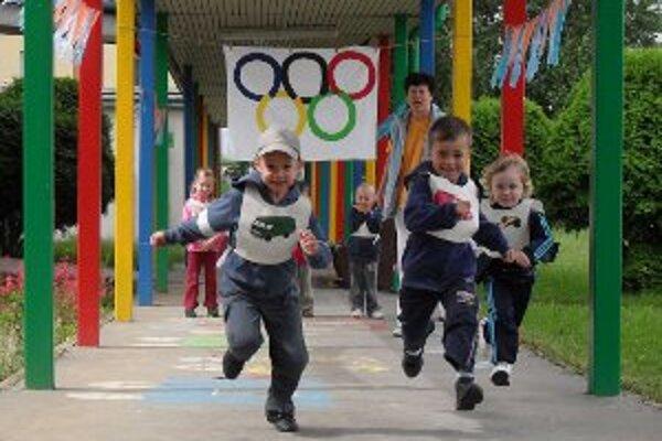 Malí športovci súťažili v rôznych disciplínach.