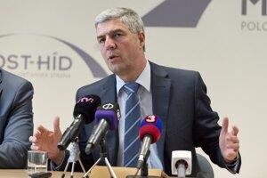 Predseda strany Béla Bugár počas tlačovej konferencie strany Most-Híd po zasadnutí Rapublikovej rady 28. marca 2015 v Bratislave.