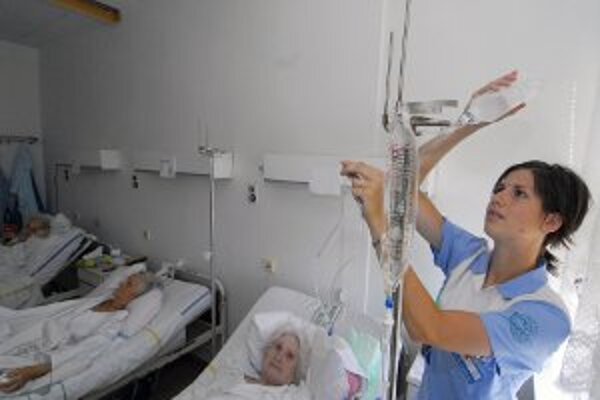 Polisťovňa chce, aby bolo v nemocniciach menej lôžok.