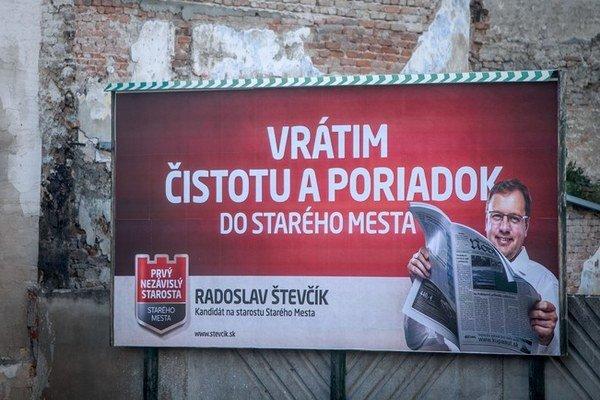 Kandidát Števčík chcel Staré Mesto upratovať, dnes ako starosta nevie povedať, či je s upratovacími prácami bývalej firmy ministra Pavlisa spokojný. Možno jej dá ďalšiu zákazku.