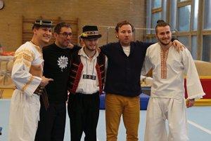 Cirkus Jánošík / Akorobati Dominik Souhrada, Ján Minárok a Jakub Halgoš s režisérom Adrianom Schvarzsteinom a producento