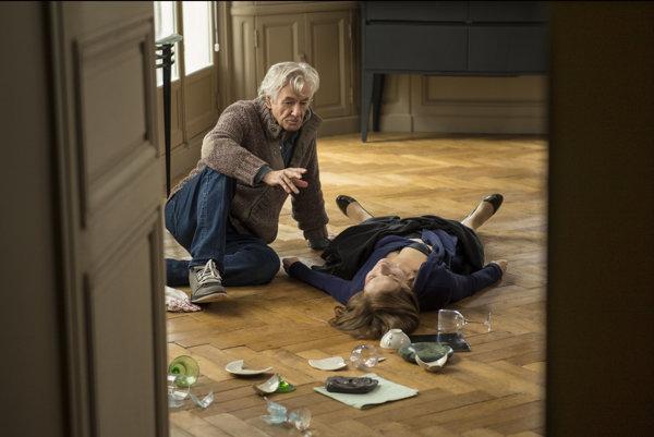 Režisér Paul Verhoeven a francúzska herečka Isabelle Huppertová pri nakrúcaní filmu Elle.