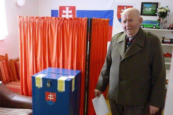 Doplňujúce voľby v Ondavke z minulého roka a ich víťaz Andrej Marčišin.