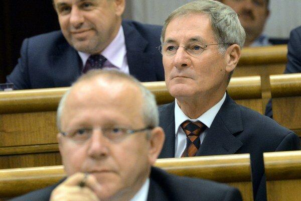 Pavol Abrhan v popredí, vzadu bývalý šéf KDH Pavol Hrušovský.