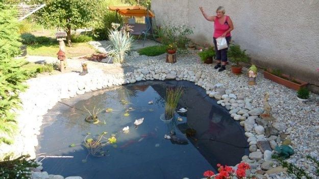 Na jazierku vo vlastnej záhrade pracovala desať rokov.