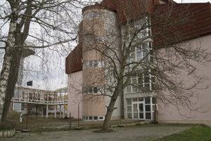 Rozostavaný nemocničný pavilón.