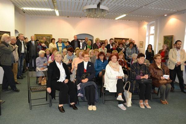 Na vernisáži sa zúčastnili desiatky nadšencov umenia.