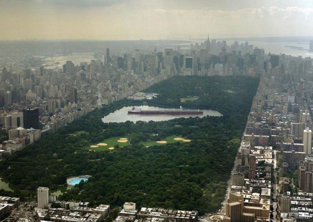 Najväčší ropný tanker na svete  Seawise Giant mal viac ako 450 metrov. Keby sme ho dali do hlavného jazera v New Yorskom Central Parku, mal by za sebou aj pred sebou dokopy asi 100 metrov miesta.