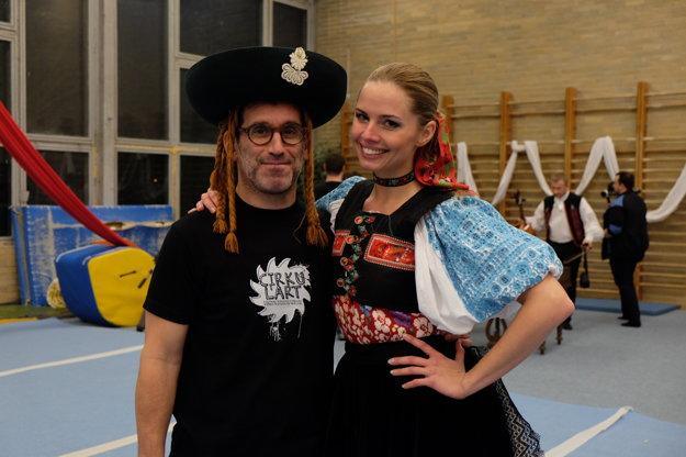 Barbora Palovičová, tanečníčka z Lúčnice a vicemiss Slovensko 2007 s režisérom Adriánom Schvarzsteinom