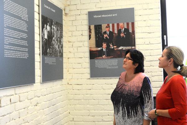 Výstava myšlienok Václava Havla. Nájdete ju na Kukučínovej ulici.