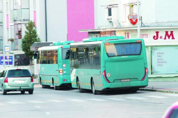 Množstvo Šaľanov využíva prímestskú dopravu.