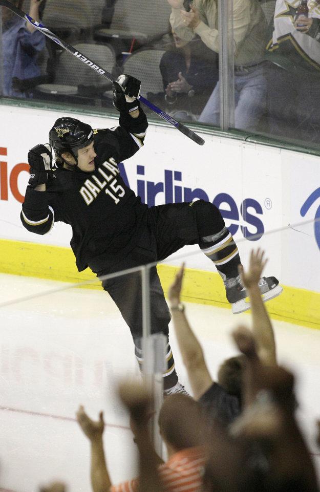 V NHL pôsobil aj Hagmanov syn Niklas.