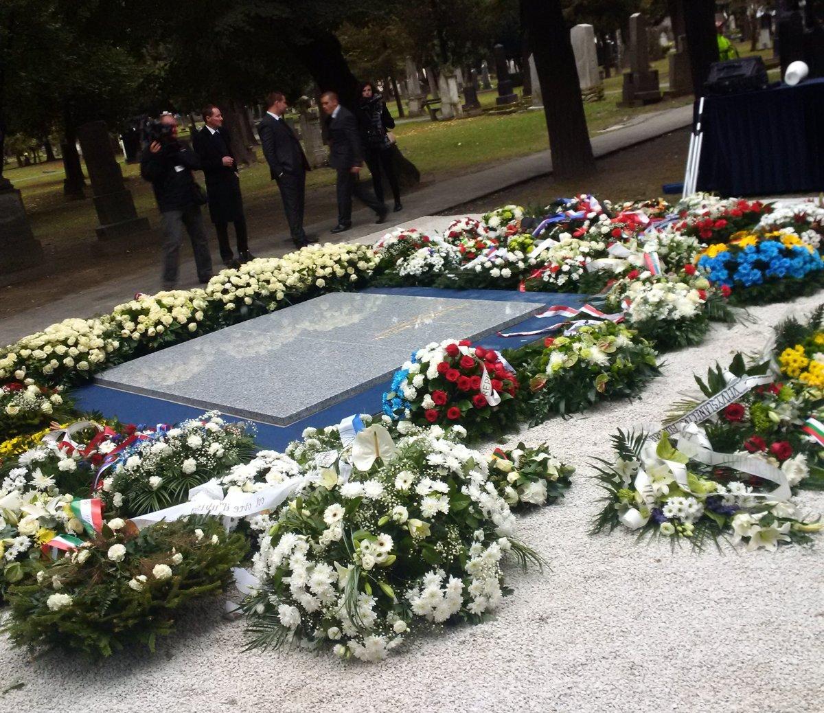 9df847921 Online: Pohreb prezidenta Michala Kováča - SME