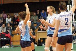 Rolu favorita v stretnutí naplnili skúsenejšie hráčky UKF Nitra, ktoré tak zaznamenali tretie trojbodové víťazstvo v sezóne.