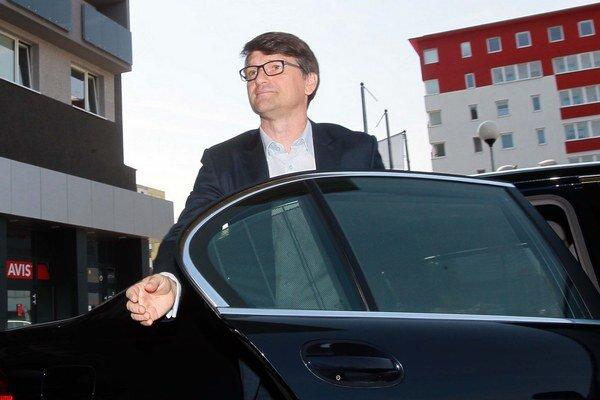 Marek Maďarič pri príchode na snem tvrdil, že kandidovať na podpredsedu nebude.