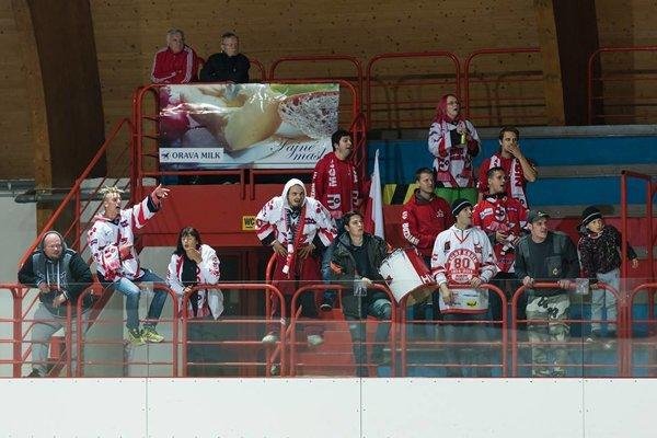 Oravských hokejistov prišiel do Prievidze podporiť aj početný fanklub.