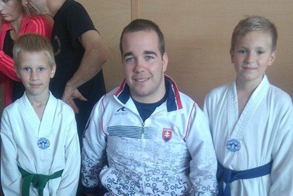Medzi mladých taekwondistov zavítal aj paralympijský medailista Samuel Andrejčík.