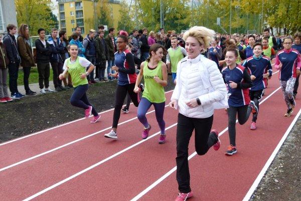 Lucia Hrivnák Klocová si zabehala po novej dráhe so študentmi.