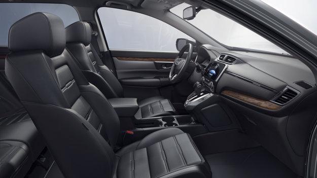 Inovovaný interiér ponúkne podľa automobilky najveľkorysejší priestor v segmente.