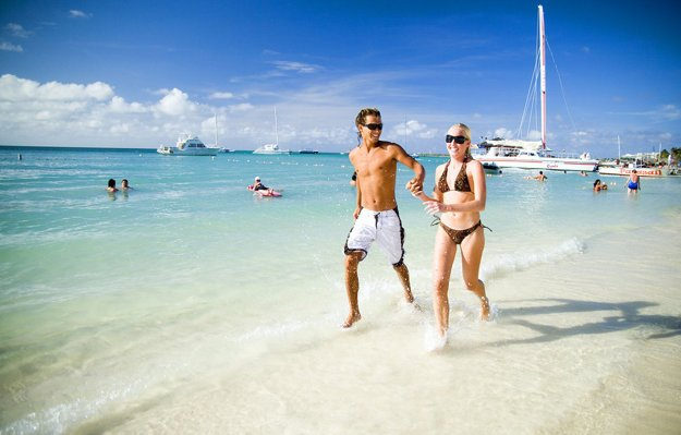 Aruba je obľúbenou destináciou pre romantickú dovolenku a svadobné cesty.