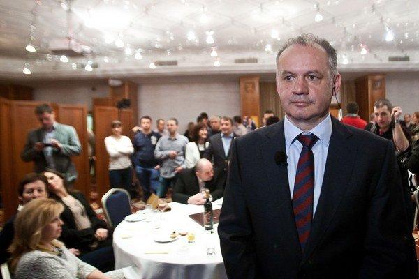 Andrej Kiska vo volebnej centrále v bratislavskom hoteli.