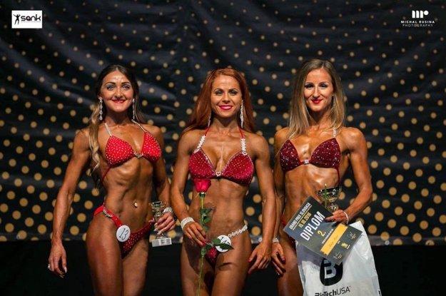 Zlatomoravčanka Michaela Sýkorová (vľavo) získala bronz v kategórii fitness figúra do 165 cm.