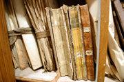 Staré archívne dokumenty.