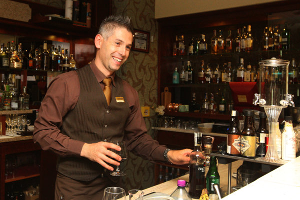 Otváracie hodiny obchodných prevádzok, reštaurácií, barov či herní upravuje všeobecne záväzné nariadenie (VZN) mestskej časti z roku 2013. ILUSTRAČNÉ FOTO