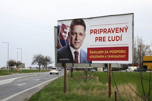 Bilbord v Šamoríne. Rovnaké sú aj v Gabčíkoveči v Dunajskej Strede.