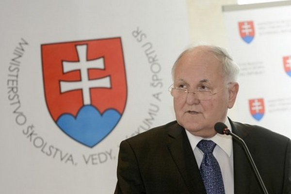 Minister školstva Dušan Čaplovič oceňoval pedagógov pri príležitosti Dňa učiteľov.