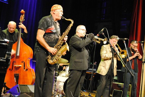 Jazz Band Ball Orchestra a Marcin Dyjak.