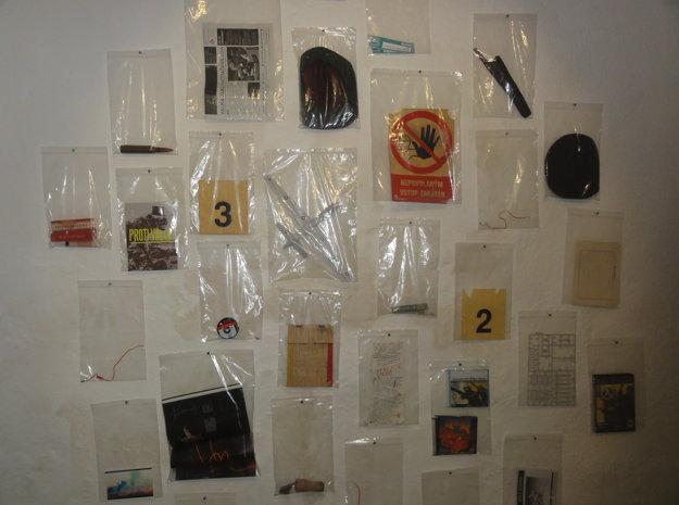 Archív Korbeličovej vojenských reliktov, ktoré zbiera najmä v bunkroch.