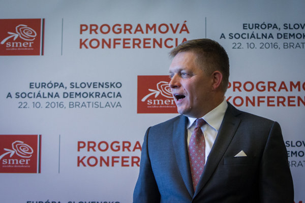 Robert Fico na brífingu počas Programovej konferencie Smeru v Bratislave.