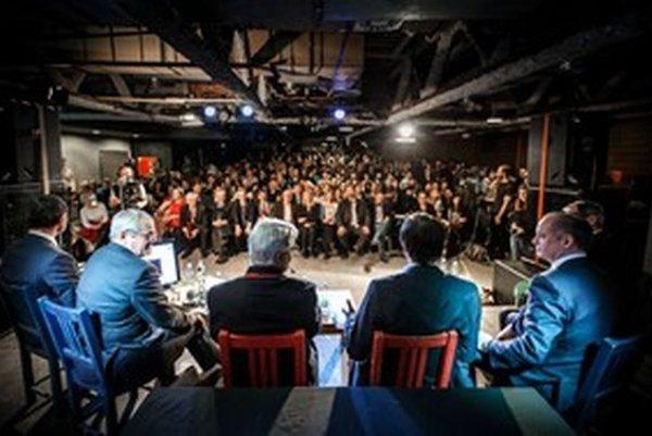 Záujem verejnosti o prezidentskú debatu výrazne prevýšil kapacitu bratislavského KC Dunaj.