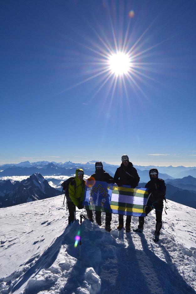 Unavení, no pocit z dosiahnutia najvyššej alpskej hory si chlapci užili naplno.