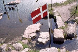 """Vznik """"Mapy sveta pri jazere Klejtrup"""" odštartoval kameň s obrysmi Jutského polostrova."""