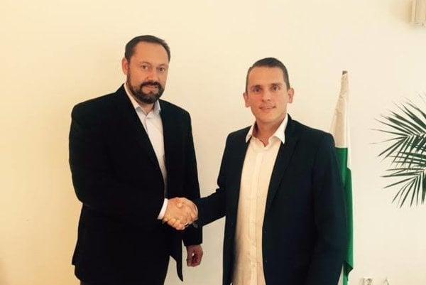 Vľavo primátor mesta Nové Zámky Otokar Klein, vpravo generálny manažér FKM Peter Kováč.