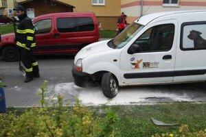 Autu počas pomalej jazdy v centre Žiaru odtrhlo koleso.