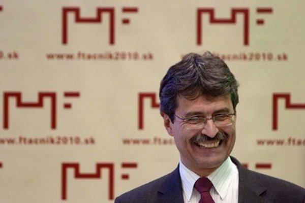 Primátor Bratislavy Milan Ftáčnik (s podporou Smeru) kandidatúru zvažuje.