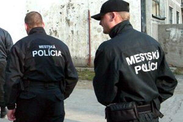Mestskí policajti budú možno v budúcnosti pôsobiť aj v obciach.