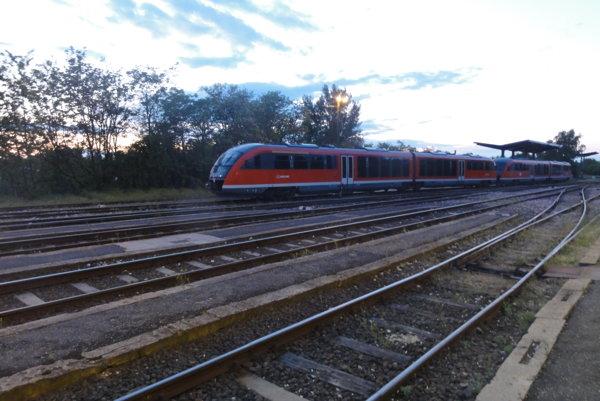 Železnice rekonštruujú frekventované priecestie.  (ilustračná snímka)